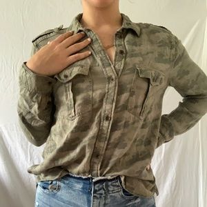 - barely worn over sized boyfriend fit button up